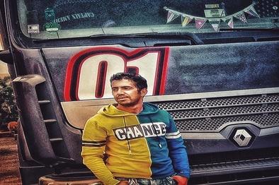 تشییع پیکر رانندهای که توسط اشرار به قتل رسید + فیلم