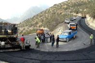 آغاز عملیات آسفالتریزی راه روستایی در سروآباد کردستان