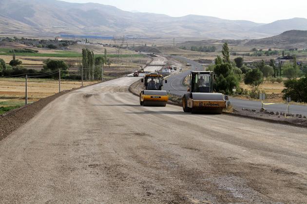 پروژه راهسازی رضی – امیرکندی در شمال اردبیل امسال تکمیل میشود