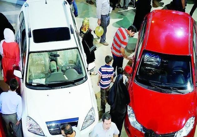 پاسکاری گرانی خودروهای وارداتی بین واردکنندگان و نمایشگاهداران