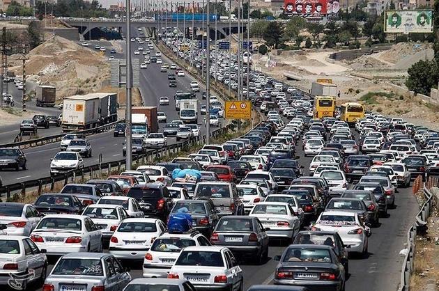 ترافیک سنگین در آزادراه قزوین_کرج_تهران/بارش باران و برف در محورهای ۷ استان کشور