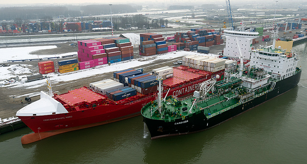 Containerships performs its first STS LNG bunkering in Port of Rotterdam