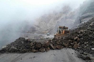 ریزش کوه در محور گراب- کوهدشت منجر به مصدومیت سه راهدار شد
