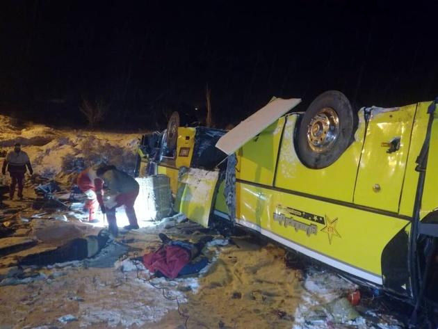 علت حادثه واژگونی اتوبوس در آزادراه تبریز-زنجان اعلام شد